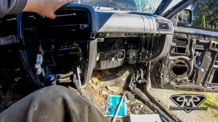 Nissan-Pathfinder-VG30e-EFI-Removal-13-of-26