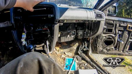 Nissan-Pathfinder-VG30e-EFI-Removal-13-of-26