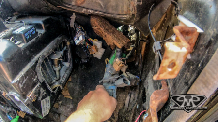 Nissan-Pathfinder-VG30e-EFI-Removal-17-of-26