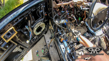 Nissan-Pathfinder-VG30e-EFI-Removal-19-of-26